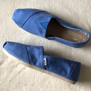 New blue Women's TOMS slip on shoes 8.5 baby blue